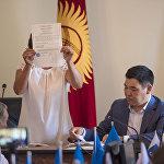 Депутаттар Суракматовдун программасын укпай эле дароо шайлоо процессине өтүүнү чечишти.