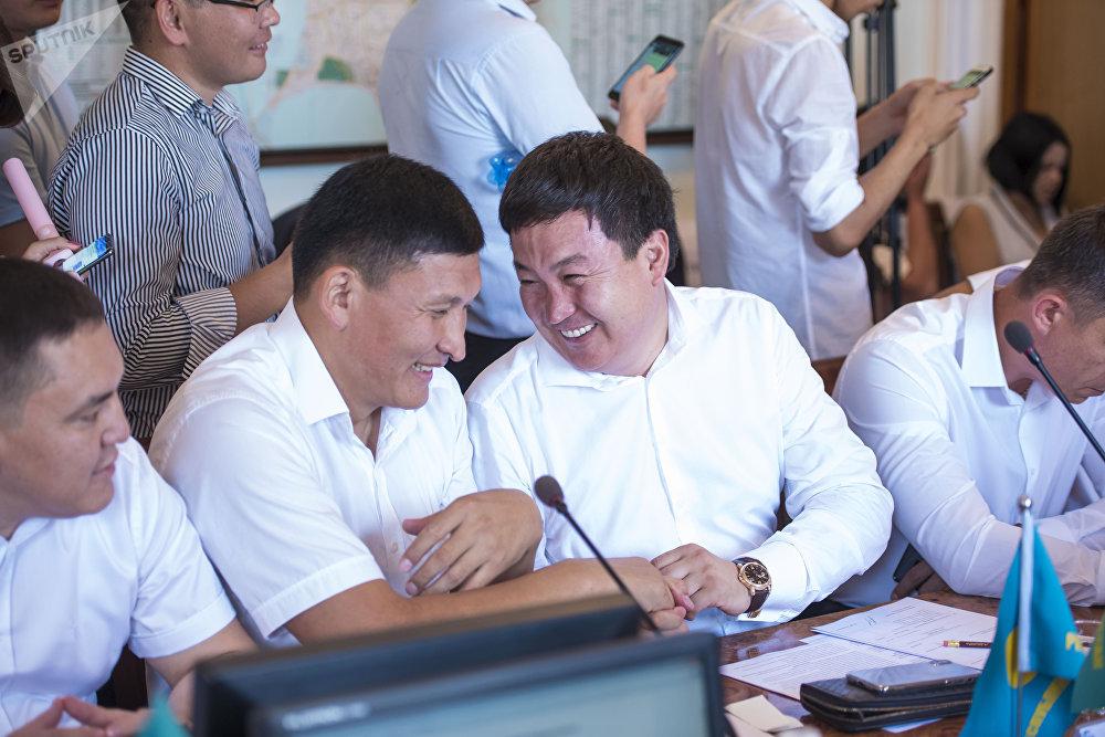 Депутаты горкенеша во время избрания мэра