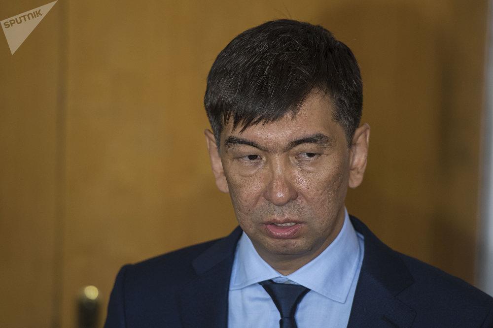 Экс-депутат ЖК Азиз Суракматов был единственным кандидатом на пост мэра, его выдвинула коалиция большинства БГК