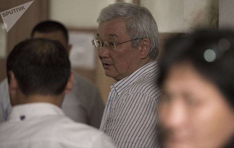 Экс-мэр Бишкека Кубанычбек Кулматов в здании первомайского районного суда