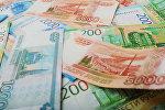 Банкноты номиналом 200, 2000 и 5000 тысяч рублей. Архивное фото