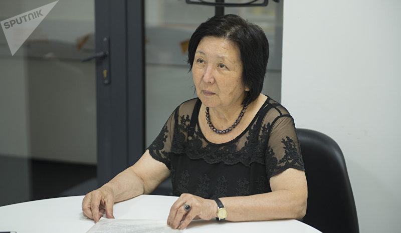 Врач-дезинфектолог Бермет Солпиева во время интервью корреспонденту Sputnik Кыргызстан