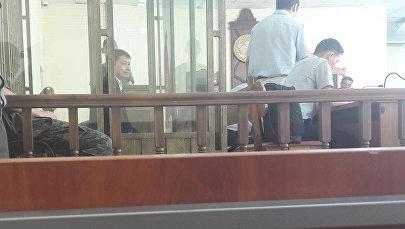 Бывший премьер-министр КР Сапар Исаков во время заседания суда в Бишкекском городском суде