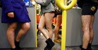 Люди в метро без штанов. Архивное фото