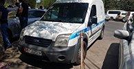 Оцепление милицией дома на улице Исанова в Бишкеке. Архивное фото