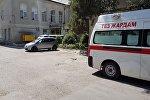 Карета скорой помощи на месте взрыва на улице Исанова в Бишкеке