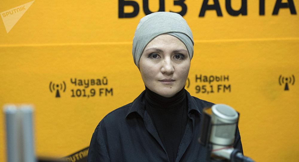 Координатор проектов Международной организация труда Амина Курбанова во время интервью на радио Sputnik Кыргызстан