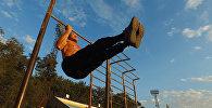 Турникте жаш жигиттей чимирилген 67 жаштагы Дамир Жунушов. Видео