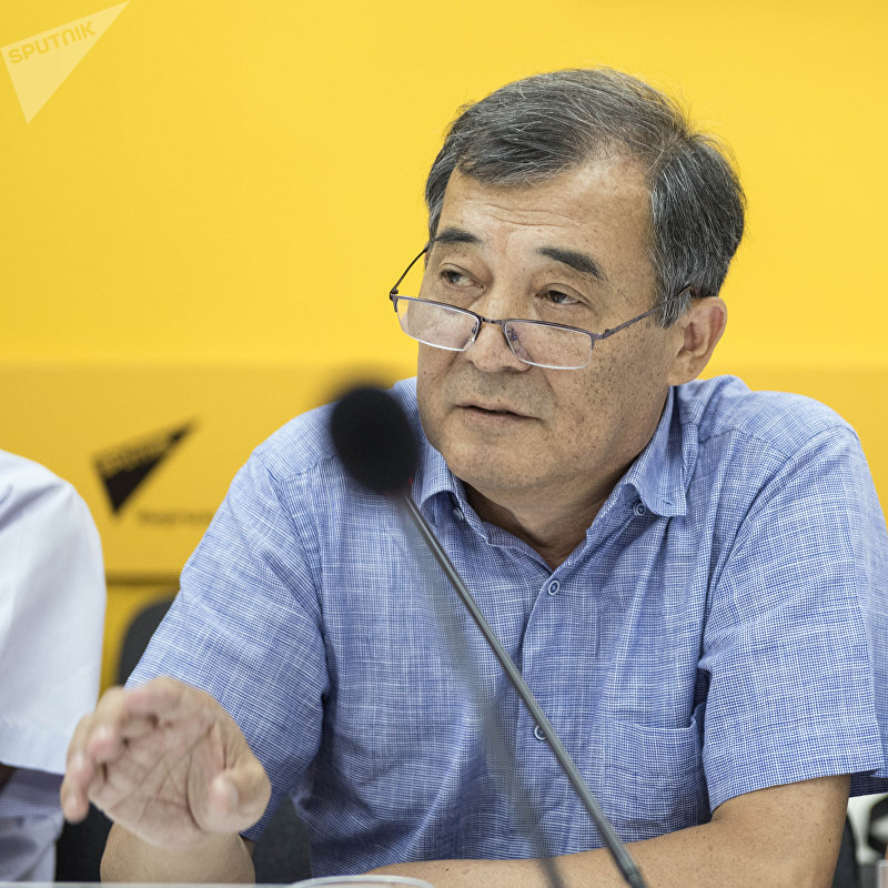 Президент Кыргызской ассоциации страховщиков Сабырбек Молдокулов в пресс-центре Sputnik Кыргызстан.