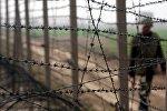 Пограничник патрулирует границу. Архивное фото