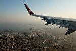 Вид Стамбула из иллюминатора самолета. Архивное фото