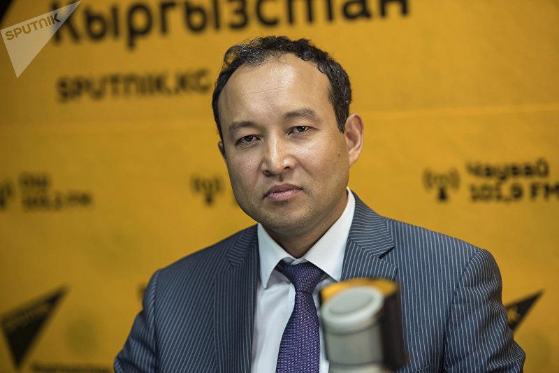 Председатель правления ОАО РСК Банк Оморкулов Азизбек во время интервью на радио Sputnik Кыргызстан