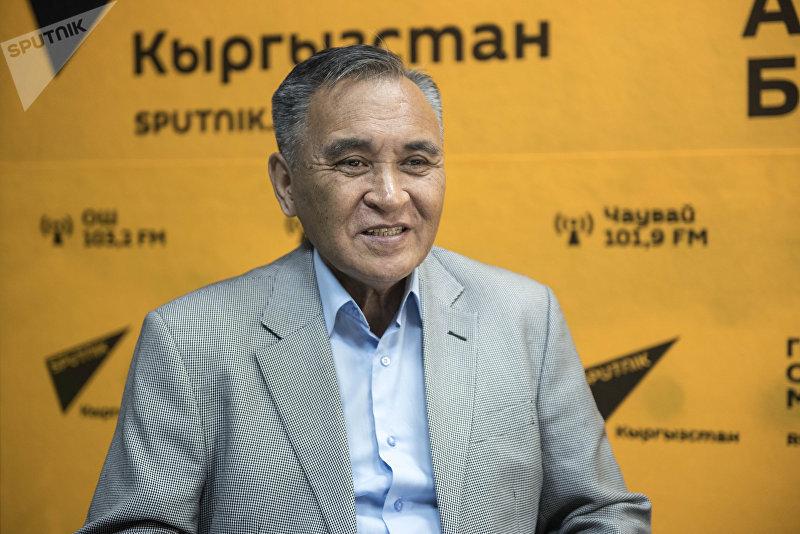 Народный артист КР, акын-сказитель Замирбек Усенбаев во время беседы на радио Sputnik Кыргызстан