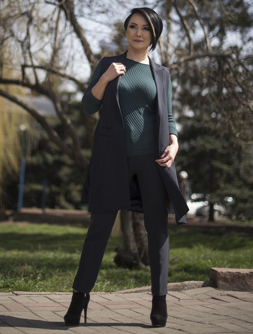 Певица отечественной эстрады Назми Байзакова во время фотосессии