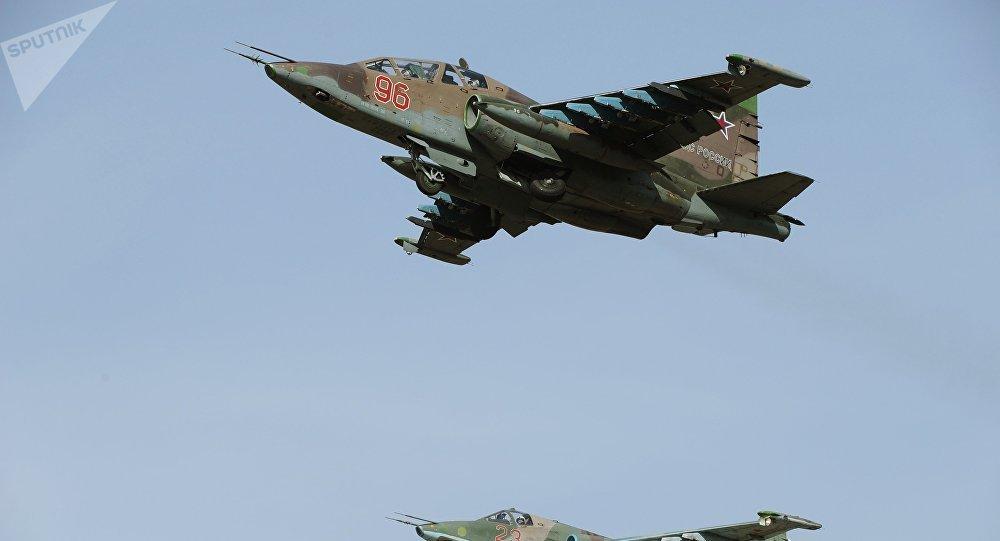 Самолеты Су-25СМ во время репетиции парада. Архивное фото