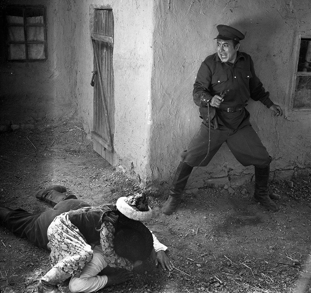 Режиссёр Артык Сүйүндүков тарткан Кошокчу тасмасында НКВД начальнигинин ролун ойногон. 1991-жыл