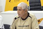Председатель Ассоциации пассажирских перевозчиков Бишкека Алтынбек Доспаев во время круглого стола