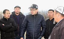 Мэр города Балыкчи Алмаз Мамбетов (в центре). Архивное фото