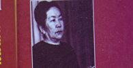 Акын, жазуучу, драматург Зуура Сооронбаеваенын китеп жыйнагы. Архивдик сүрөт