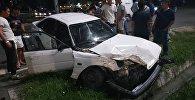 На Южной магистрали столкнулись Land Cruiser и Mazda — видео после ДТП
