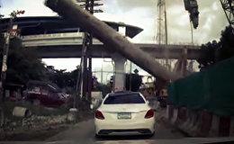 На волосок от смерти — стальная свая рухнула в сантиметрах от машины. Видео