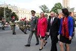 Россиянын президенти Владимир Путин жана Австриянын тышкы иштер министри Карин Кнайсл. Архивдик сүрөт