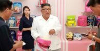 Лидер КНДР Ким Чен Ын посетил фабрику сумок в Вонсане