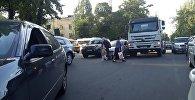 Бишкектеги Москва менен Панфилов көчөлөрүнүн кесилишинде болгон жол кырсыктан ири тыгын жаралды
