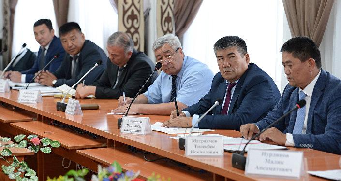 Жээнбеков отметил, что Финансовая полиция, милиция должны защищать интересы бизнеса.