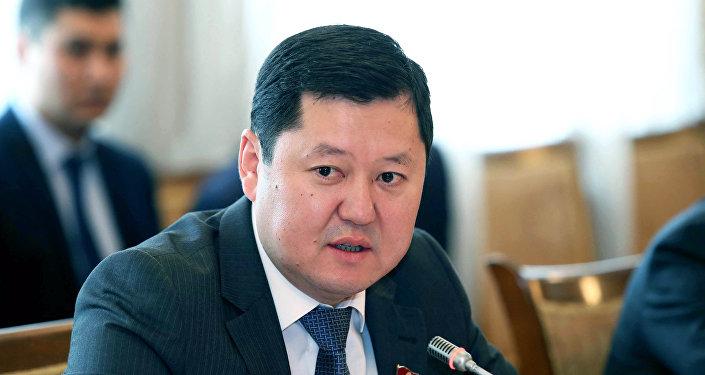 Председатель БГК Алмаз Кененбаев во время встречи с торага ЖК