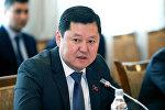 Архивное фото бывшего первого заместителя администрации президента Сооронбая Жээнбекова — Алмаза Кененбаева