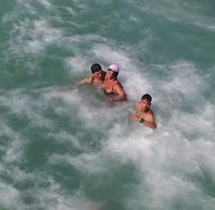 Дрон спас тонущую женщину — видео из Испании