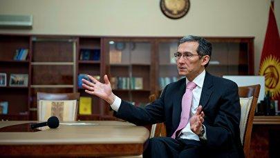 Экс-премьер-министр Жоомарт Оторбаевдин архивдик сүрөтү