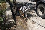 Бишкекзеленхоз муниципалдык ишканасынын кызматкерлери кичирайондордо арык казып, лотокторду орнотуп жатат