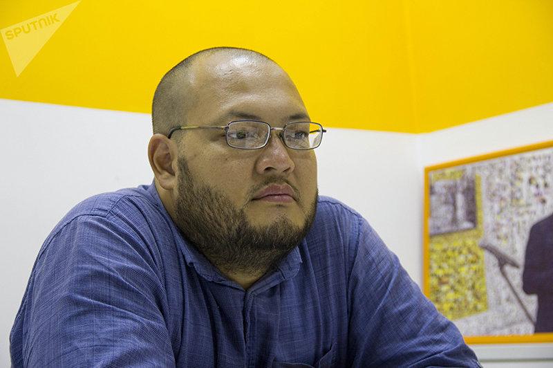 Бишкекчанин Искендер Ниязалиев во время интервью корреспонденту Sputnik Кыргызстан