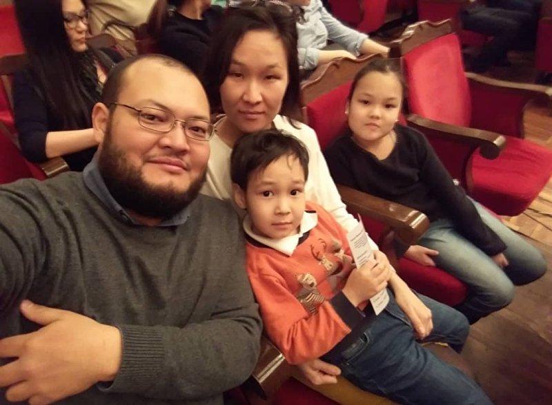 Бишкекчанин Искендер Ниязалиев с семьей