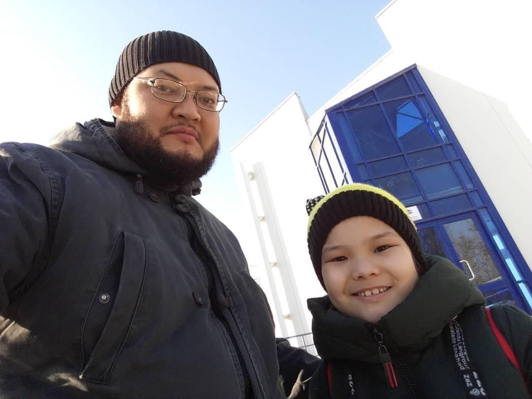 Бишкекчанин Искендер Ниязалиев с дочерью Айтолдуажар