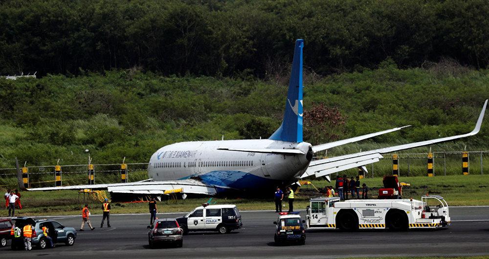 Кытайлык авиакомпаниянын Boeing-737-800 учагы жерге конуп Манила аэропортунун учуп-конуу тилкесинен чыгып кеткен. Жүргүнчүлөр менен экипаж мүчөлөрү жабыркаган эмес