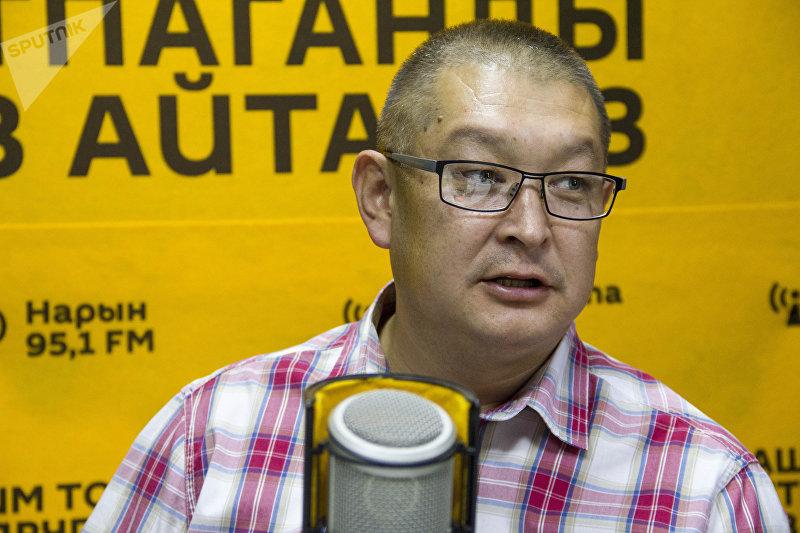 Исполнительный директор ОО Тосор Коому Тыныбек Жукешов во время беседы на радио Sputnik Кыргызстан