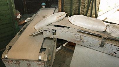 Цементный завод. Архивное фото