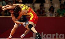 Кыргызстанская спортсменка Айсулуу Тыныбекова победила на полуфинальных соревнованиях по женской борьбе в рамках Азиатских игр Сакши Малик из Индии.