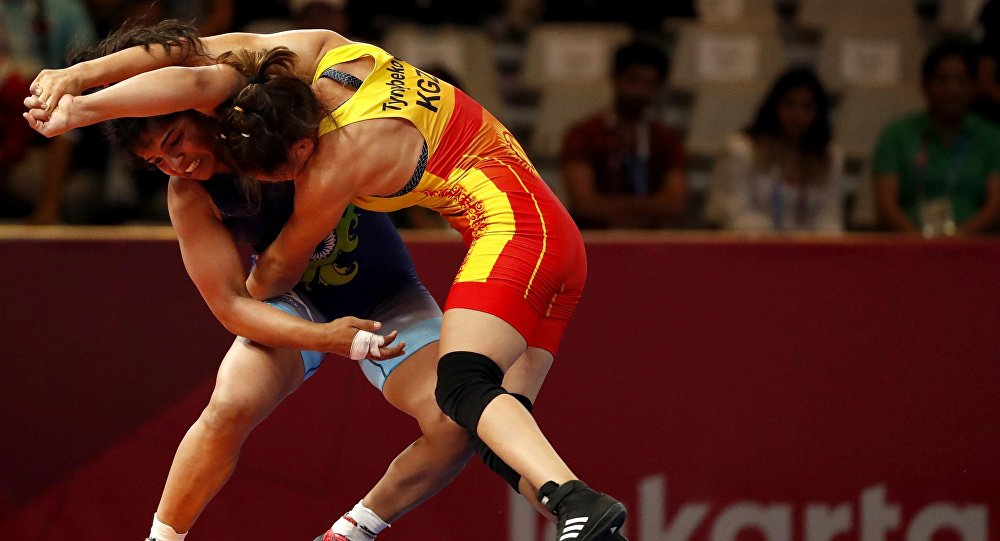 Кыргызстандык балбан Айсулуу Тыныбекова Азия оюндарынын жарым финалында индиялык Сакши Малик менен беттешип 8-7 эсебинде утуп алды.
