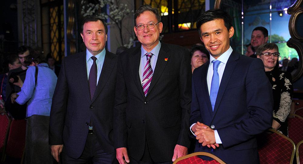 Исполнительный директор в крупной туристической компании Lernidee Erlebnisreisen GmbH Нурлан Мукаш (крайний справа). Архивное фото