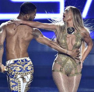 Американская певица Дженнифер Лопес выступает на церемонии вручения награды 2018 MTV Video Music Awards в Нью-Йорке