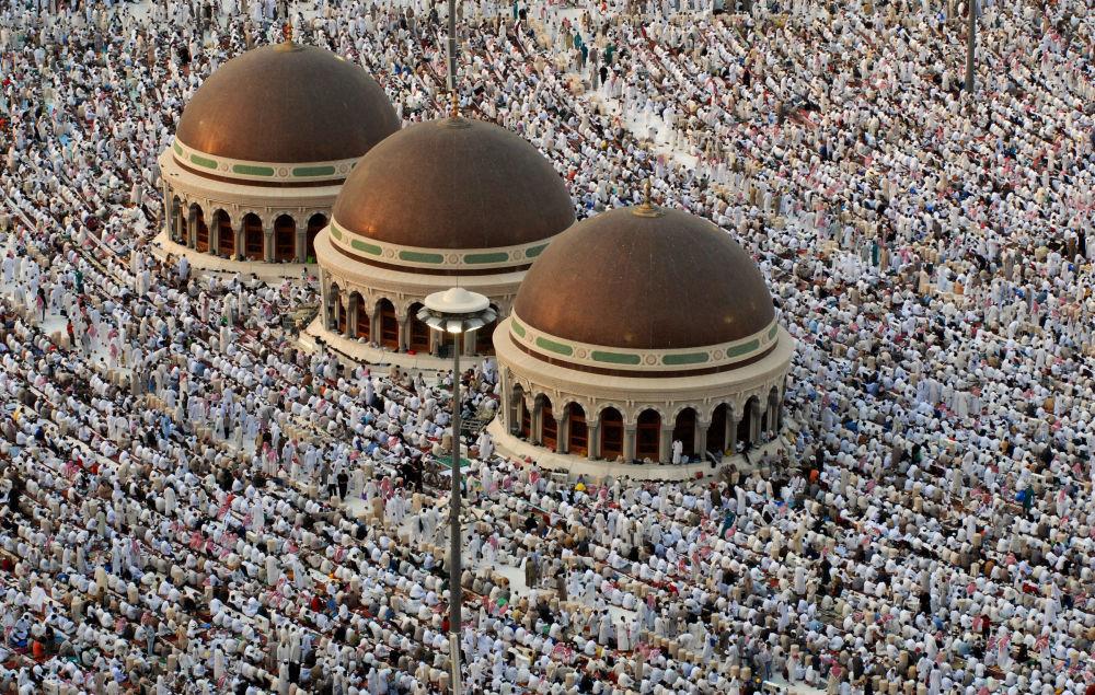 Аль-Харам мечити Мекке шаарындагы Каабанын короосунда жайгашкан. Ал дүйнө элине 1570-жылдан бери тааныш.
