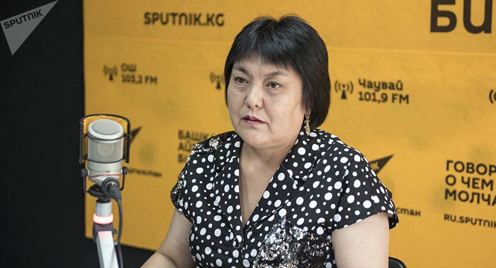 Бишкек шаардык мэриясынын Билим берүү башкармалыгынын башкы адиси Чынара Исакова
