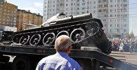 Танк Т-34 опрокинулся после военного парада в Курске — момент попал на видео