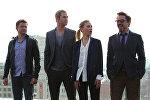 Актеры Джереми Реннер, Крис Хемсворт, Скарлетт Йоханссон, Роберт Дауни младший (слева направо) на фотоколле. Архивное фото