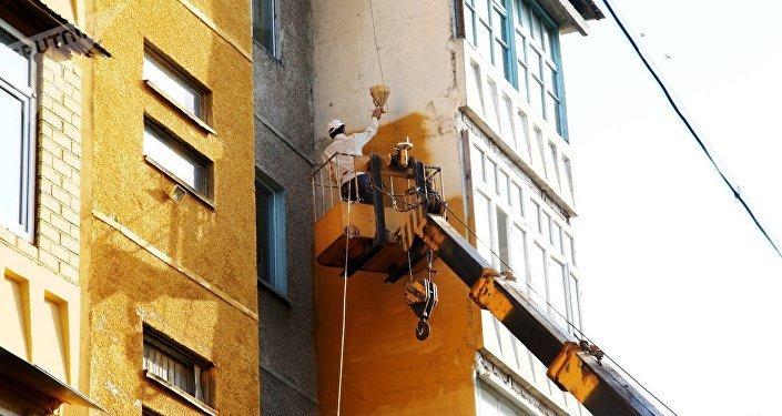 Ош шаарындагы көп кабаттуу үйлөрдүн сырты жасалууда