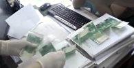 Как задерживали депутата местного кенеша и чиновника со взяткой. Видео